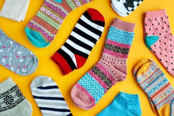 Spielzeug basteln mit Socken bunte Sochen Bastelideen