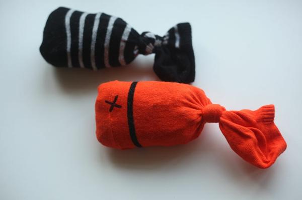 Spielzeug mit Socken basteln Katzenspielzeug Socken Fische