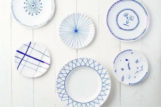 Teller bemalen blau weiß zeichnungen abstrakt