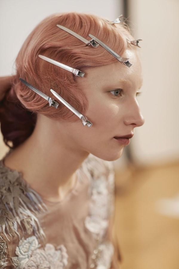 Wasserwelle Frisur – Frisurentrends aus den 20er Jahren sind immer noch aktuell frisur mit haarklammern fixieren