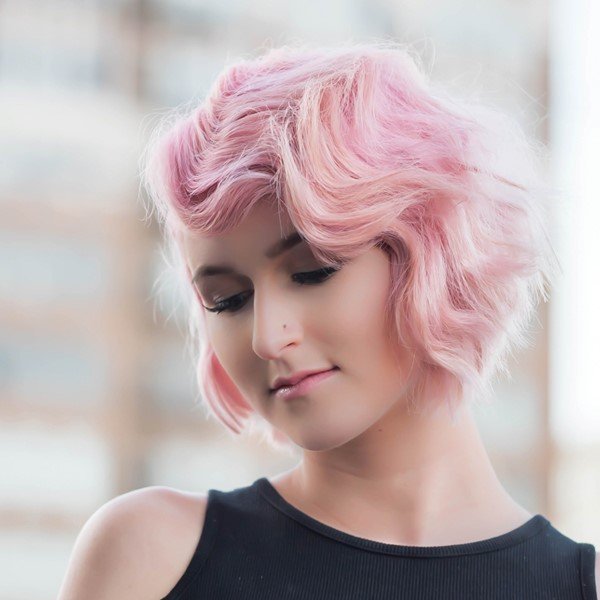 Wasserwelle Frisur – Frisurentrends aus den 20er Jahren sind immer noch aktuell rosa haare frisur flapper
