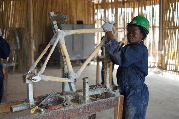 Wie schnell wächst Bambus Wissenswertes Industrie Arbeit Frau