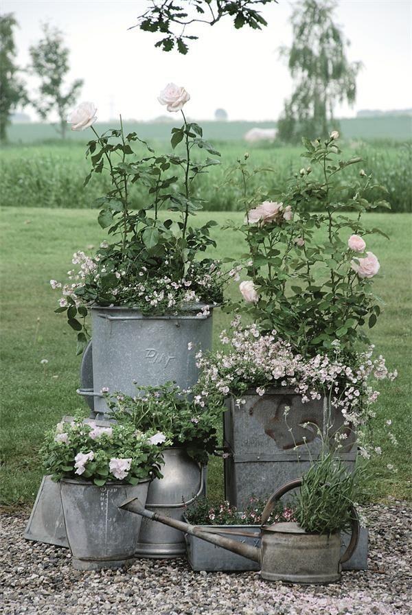 Zinkwanne dekorieren – Ideen und Tipps für eine rustikale Gartendeko arrangieren hochbeete schön
