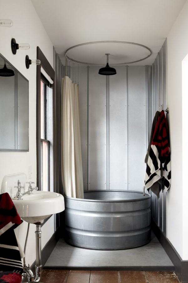 Zinkwanne dekorieren – Ideen und Tipps für eine rustikale Gartendeko badewanne bade zimmer