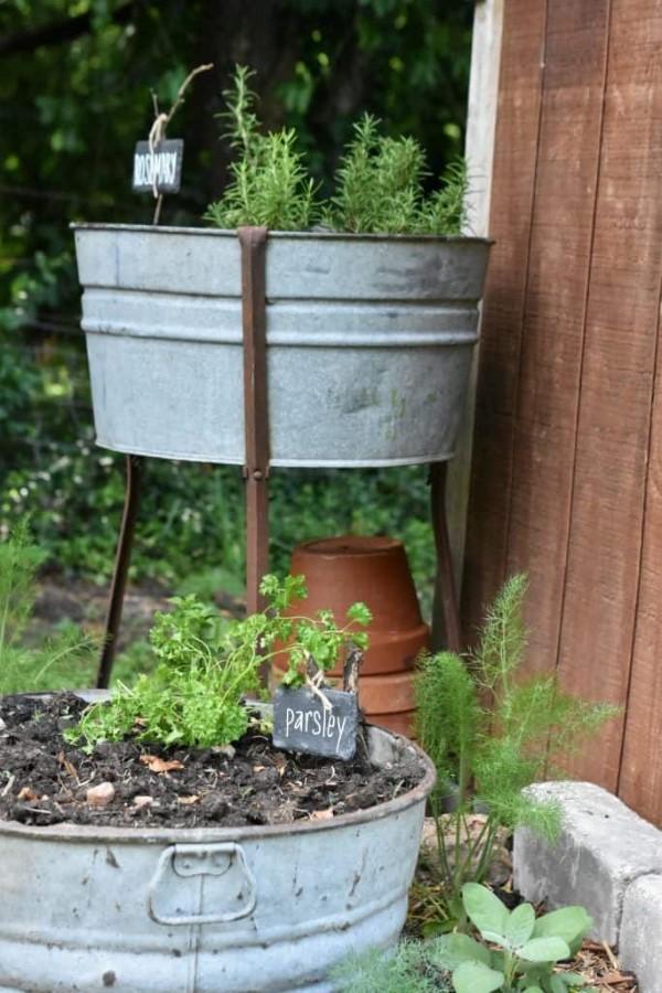 Zinkwanne dekorieren – Ideen und Tipps für eine rustikale Gartendeko garten hochbeet ideen