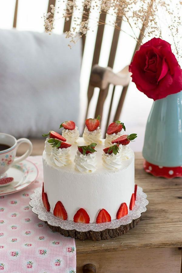 geburtstagskuchen erdbeerkuchen mit vanille