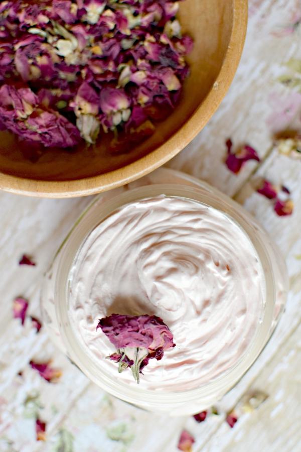 gesichtscreme selber machen rosenblüten