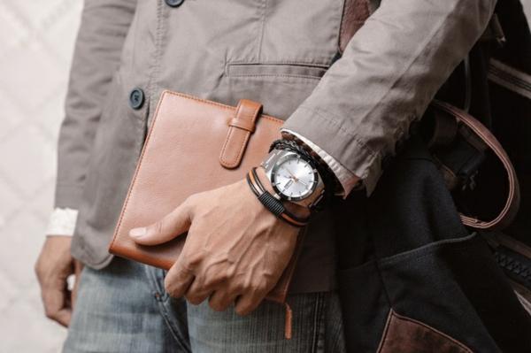 Armbanduhr tragen Vorteile Armbanduhr Scmuckstück Herren