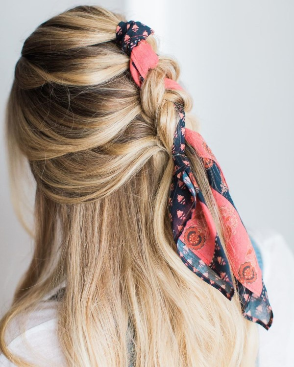 Bandana Frisuren für den Sommer – stilvolle Styling-Ideen für jede Haarläng zöpfe blong mit tuch