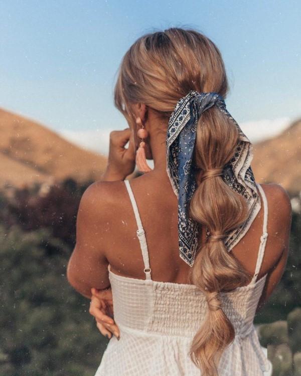 Bandana Frisuren für den Sommer – stilvolle Styling-Ideen für jede Haarlänge bubble pferdeschwanz