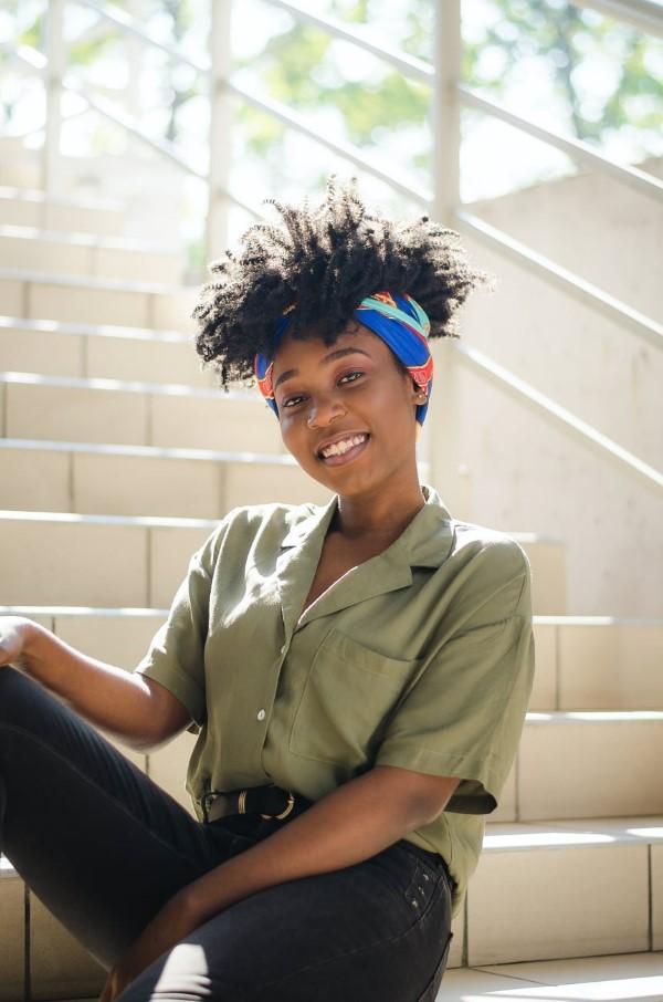 Bandana Frisuren für den Sommer – stilvolle Styling-Ideen für jede Haarlänge haarband bunt schön