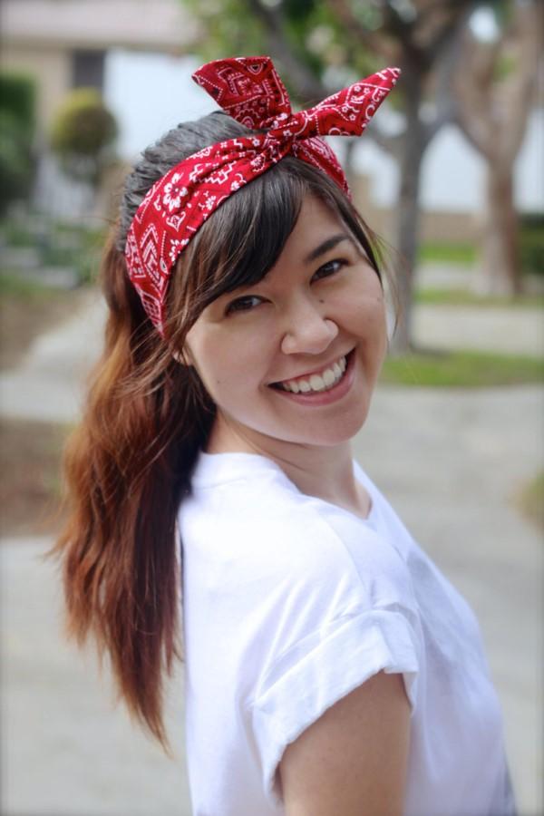 Bandana Frisuren für den Sommer – stilvolle Styling-Ideen für jede Haarlänge haarband rot traditionell