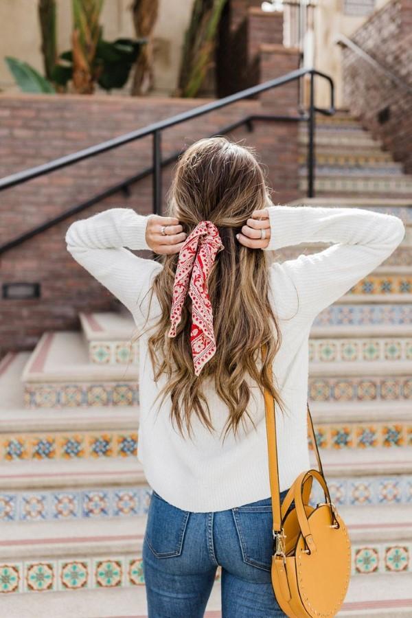 Bandana Frisuren für den Sommer – stilvolle Styling-Ideen für jede Haarlänge half up half down frisur