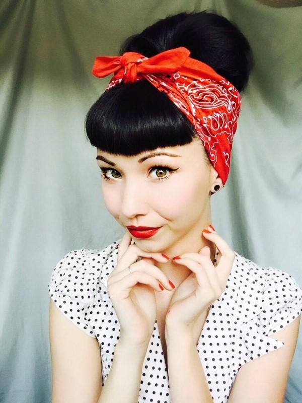 Bandana Frisuren für den Sommer – stilvolle Styling-Ideen für jede Haarlänge retro look 30er 40er