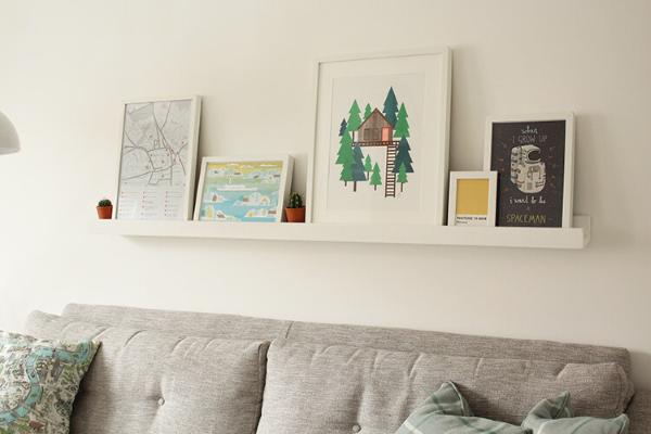 Bilderleiste dekorieren – Ideen und Tipps für eine kreative Wandgestaltung kleines regal weiß ideen