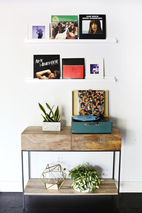 Bilderleiste dekorieren – Ideen und Tipps für eine kreative Wandgestaltung rollwagen wanddeko ideen