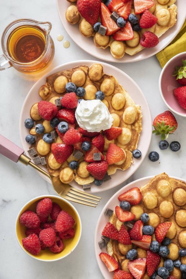 Bubble Waffeln zubereiten Rezept mit Erdbeeren