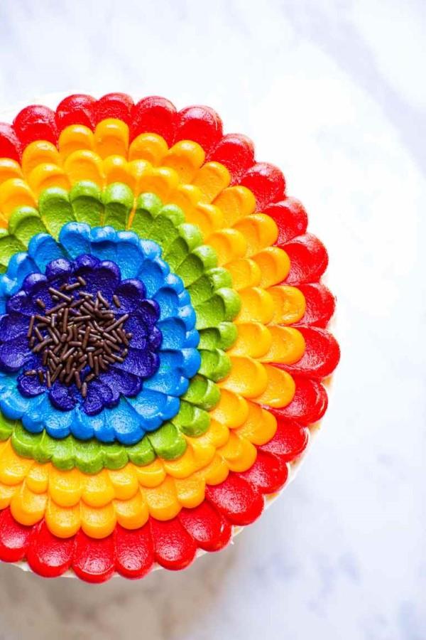 Farbenfrohe und köstliche Regenbogenkuchen Rezept Ideen buttercreme deko blume