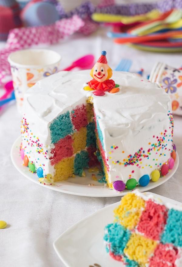 Farbenfrohe und köstliche Regenbogenkuchen Rezept Ideen chachbrett muster torte
