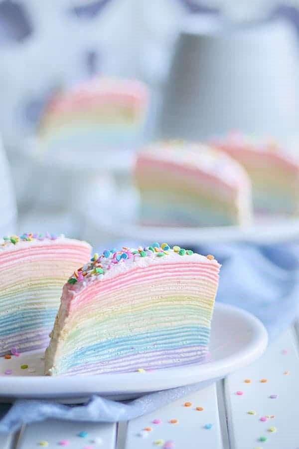 Farbenfrohe und köstliche Regenbogenkuchen Rezept Ideen crepe pfannkuchen torte