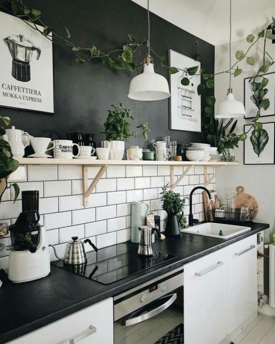 Farbpaare Küche weiße Metro Fliesen schwarze Oberfläche starker Kontrast