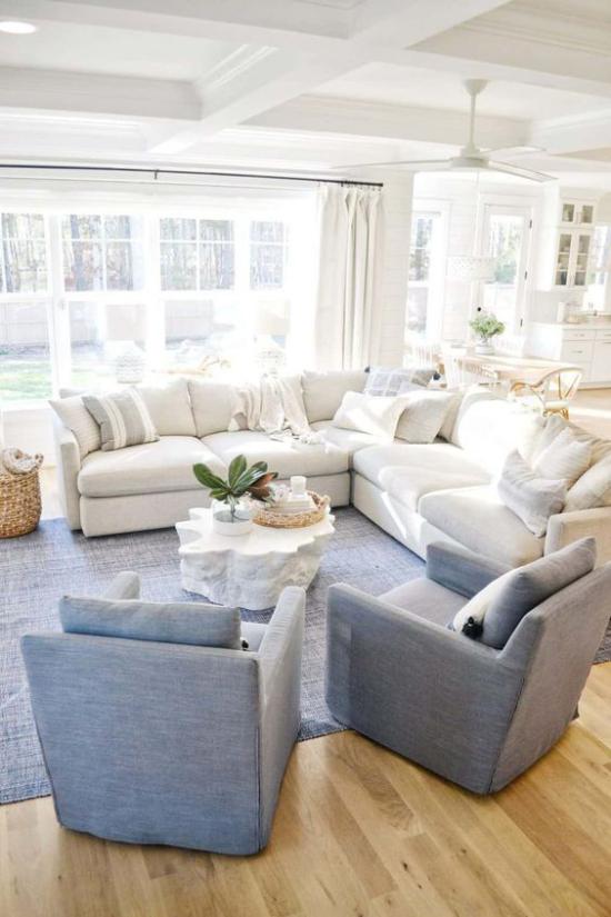 Farbpaare gemütliches Wohnzimmer Blau und Weiß in Kombination ein maritimes Interieur gestalten