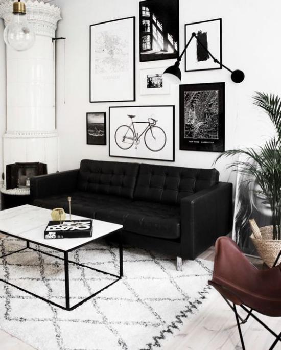 Farbpaare interessante Raumgestaltung in Schwarz und Weiß weiße Wände Bilder in schwarzen Rahmen schwarzes Sofa weißer Teppich Kontraste schaffen