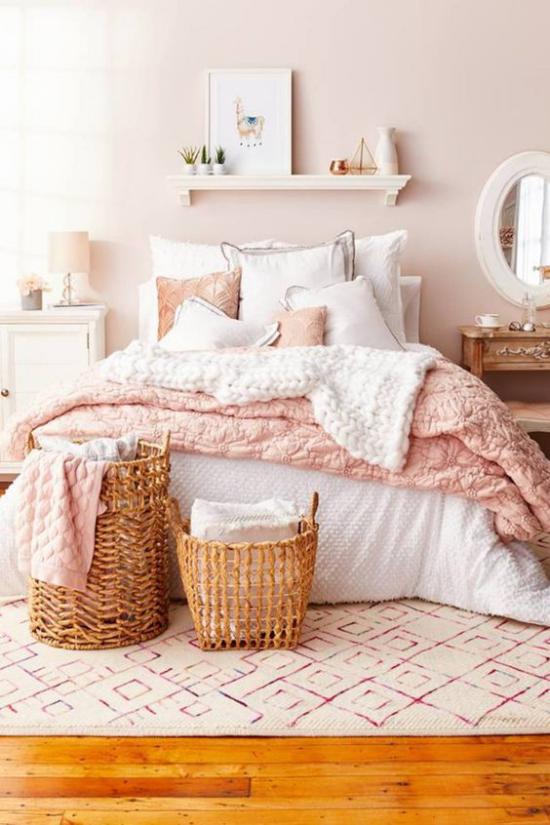 Farbpaare romantische Gestaltung im Schlafzimmer in Rosa und Weiß weiche Bettwäsche