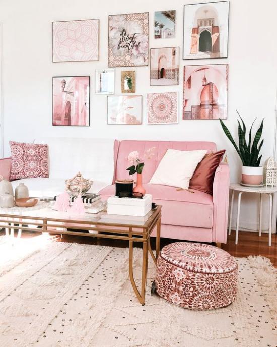 Farbpaare verträumte Raumatmosphäre im Wohnzimmer Gestaltung mit Rosa und Weiß