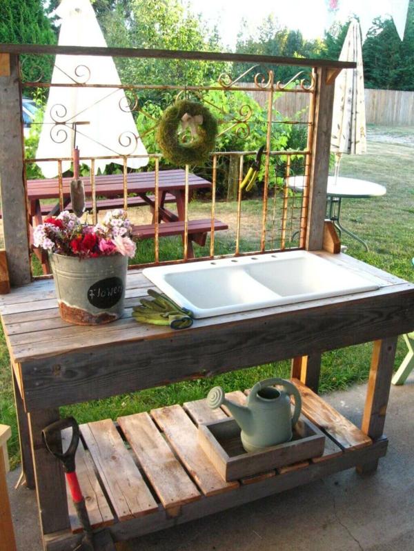 Gartenspüle Ideen Außenbereich gestalten Gartenutensilien spülen