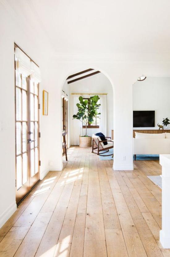 Helles Holz im Interieur gemütliches Zuhause Bodenbelag aus hellem Holz viel Tageslicht