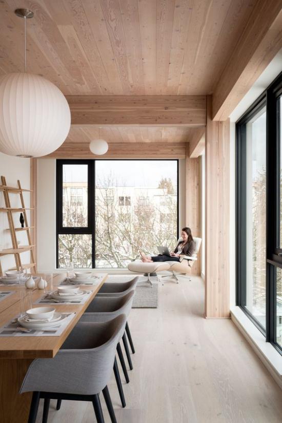 Helles Holz im Interieur skandinavisches Raumdesign Natürlichkeit Gemütlichkeit viel Tageslicht