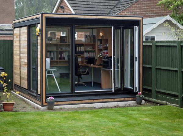 Home Office im Garten schön gestaltetes und voll eingerichtetes Gartenbüro in nichts nachsteht dem typischen Büro