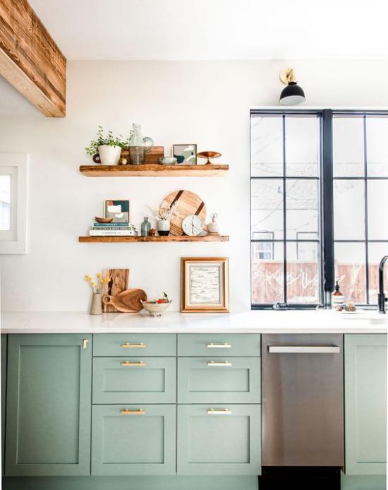 Küchenzeile einfaches Küchendesign heller Raum Unterschränke in Pastellgrün
