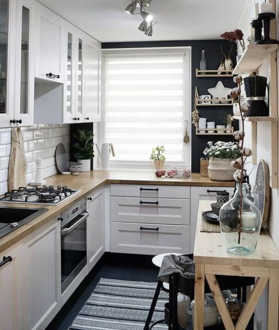 L-Küche interessante Küchengestaltung in L-Form in Grau-Schwarz auf kleiner Fläche Fenster