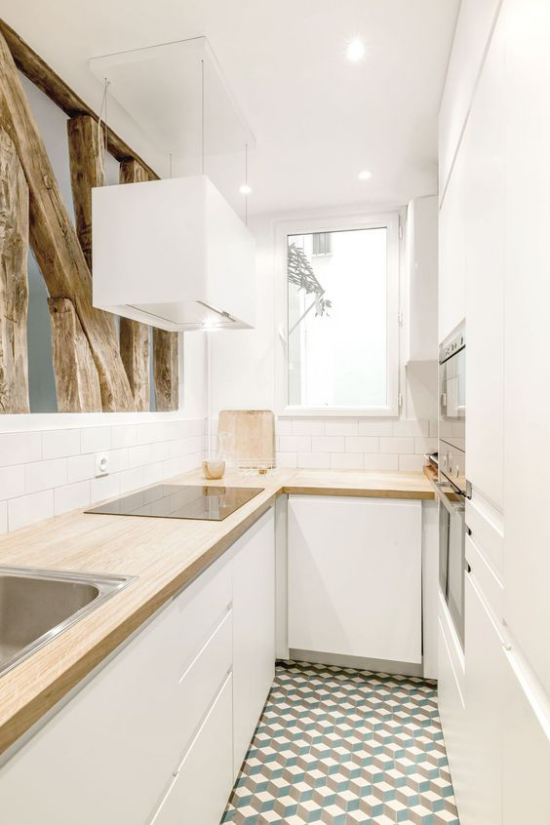 L-Küche modernes Küchendesign mit rustikalen Balken als Raumteiler
