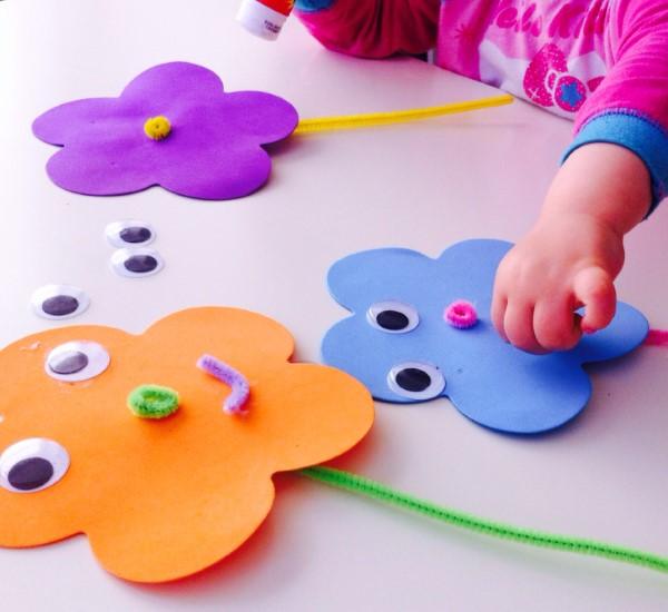 Malen und Basteln mit 2jährigen Kindern – kreative und einfache Ideen für Kleinkinder gesichter basteln moosgummi