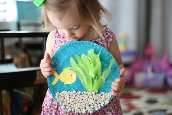 Malen und Basteln mit 2jährigen Kindern – kreative und einfache Ideen für Kleinkinder kinder malen kleben