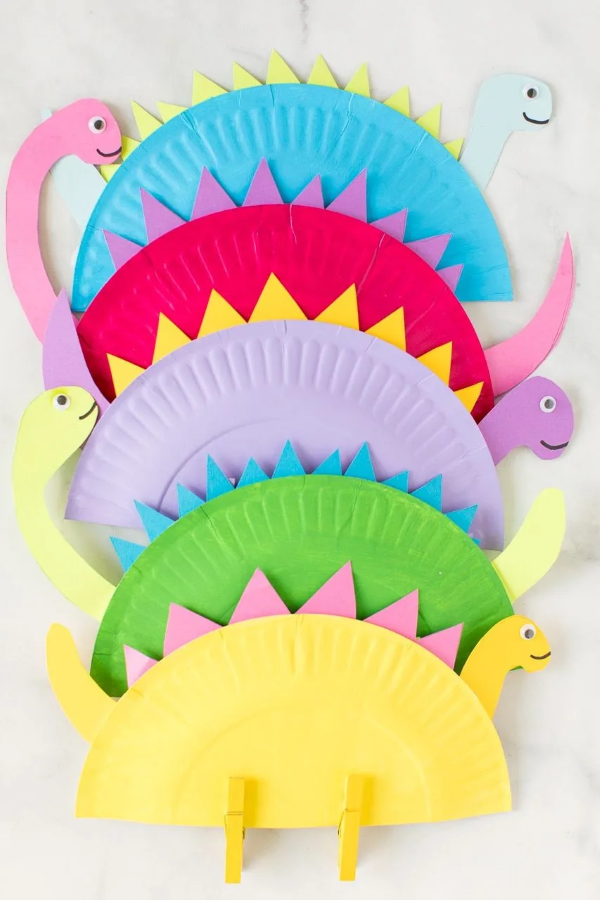 Malen und Basteln mit 2jährigen Kindern – kreative und einfache Ideen für Kleinkinder pappteller dino bunt