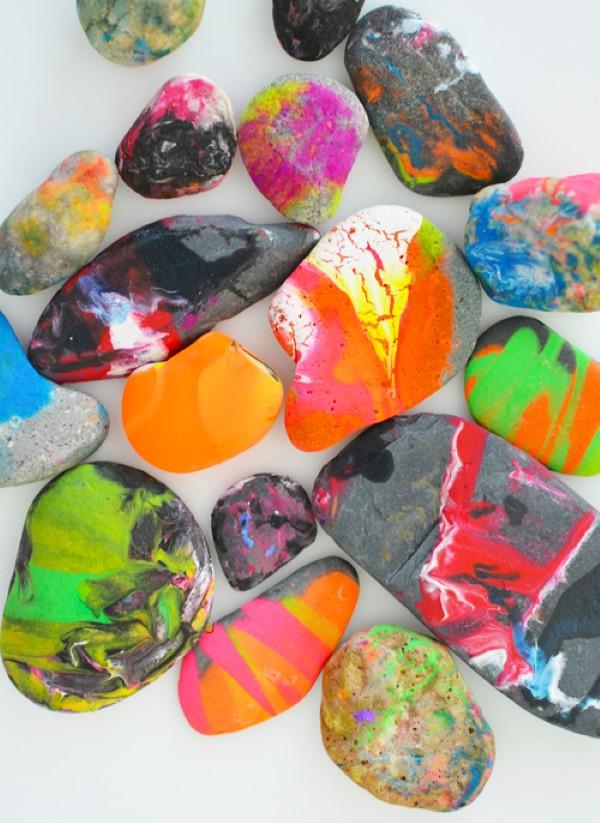 Malen und Basteln mit 2jährigen Kindern – kreative und einfache Ideen für Kleinkinder steine bemalen fingerfarben