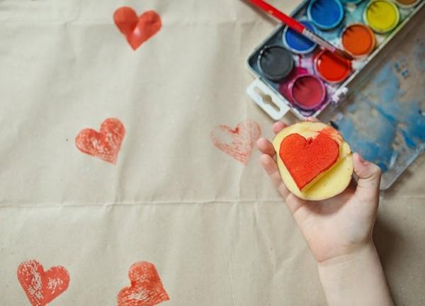 Malen und Basteln mit 2jährigen Kindern – kreative und einfache Ideen für Kleinkinder stempel kartoffel