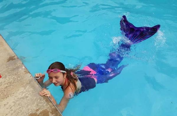 Meerjungfrau Flosse für Kinder basteln Anleitung schwimmen