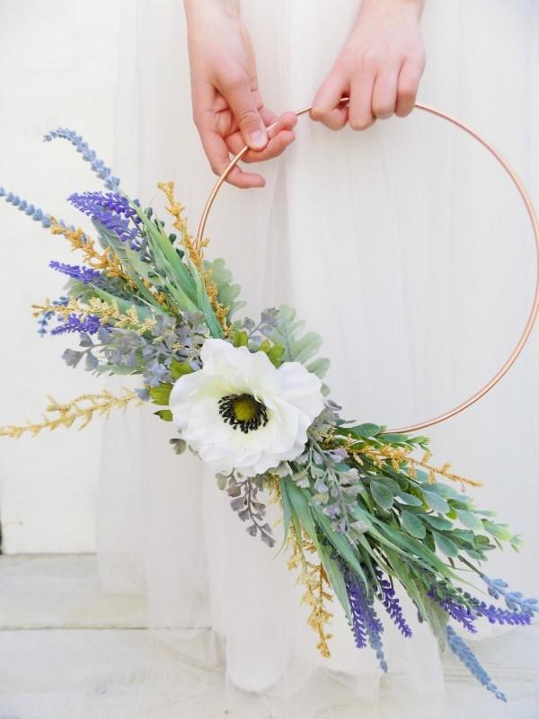 Metallring dekorieren für den Sommer – frische Bastelideen und Tipps hochzeit kranz diy anemone