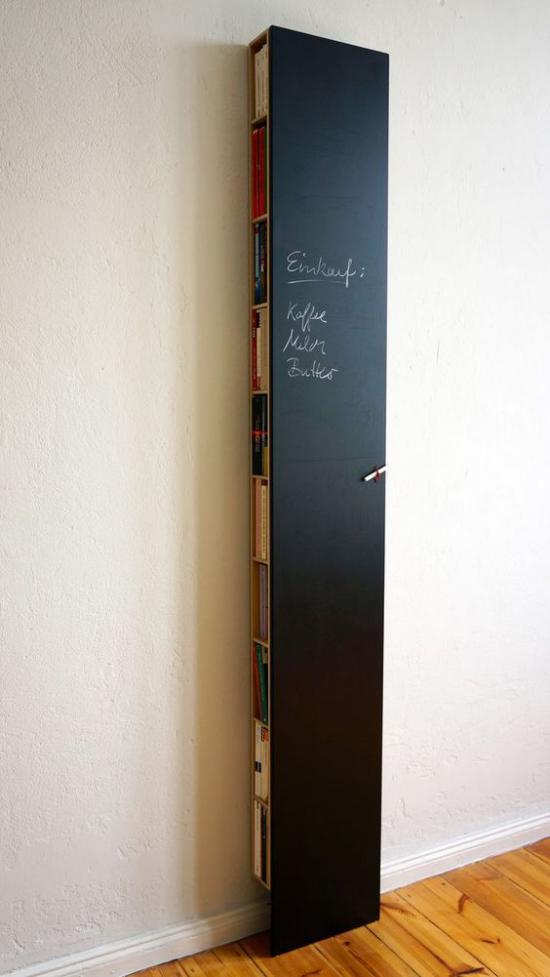 Router verstecken hinter einer schwarzen Tafel sehr stilvolle Idee für cleveres Versteck