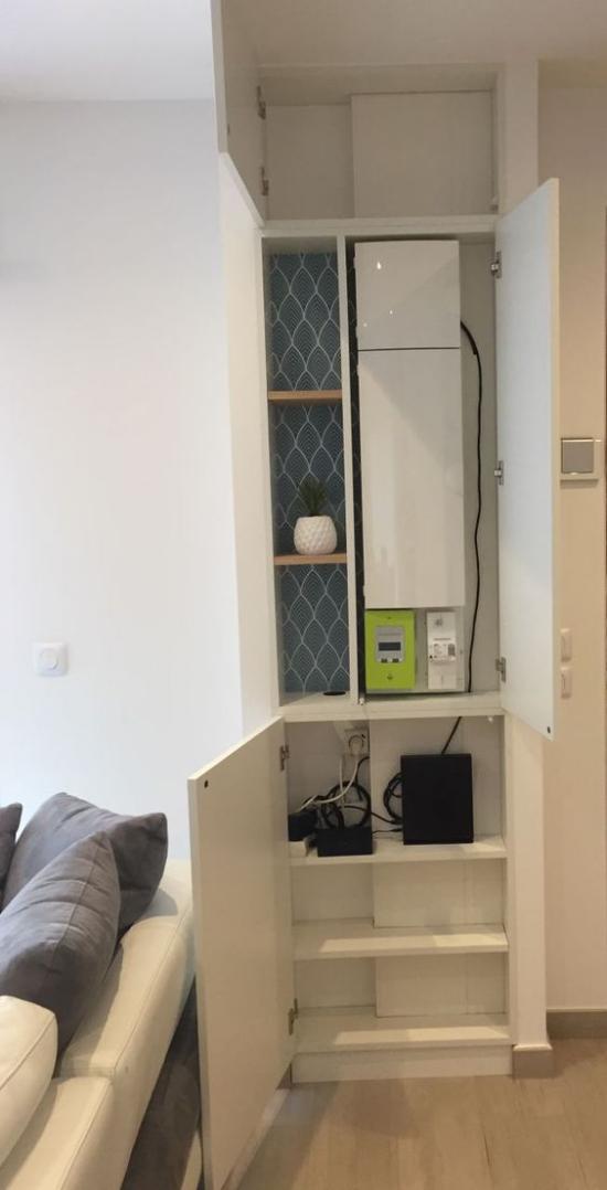 Router verstecken im Unterschrank im Wohnzimmer viel Raum für Kabel