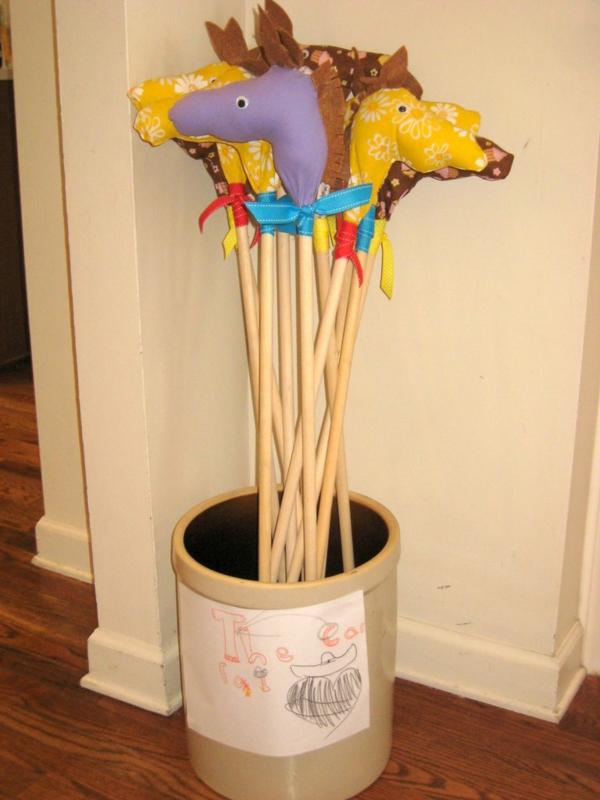Steckenpferd basteln Kinderspielzeug DIY Ideen