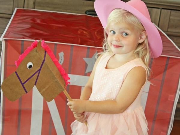Steckenpferd basteln Kinderspielzeug selber machen Pferd