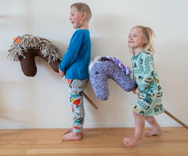 Steckenpferd basteln Kinderspielzeug selber machen Spaß