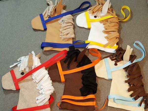 Steckenpferd basteln aus Pappe Kinderspielzeug selber machen