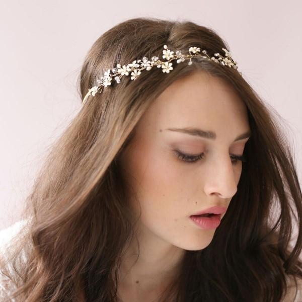 Stilvolle Frisuren mit Haarband für jeden Anlass und jede Jahreszeit blumen deko ideen frisur